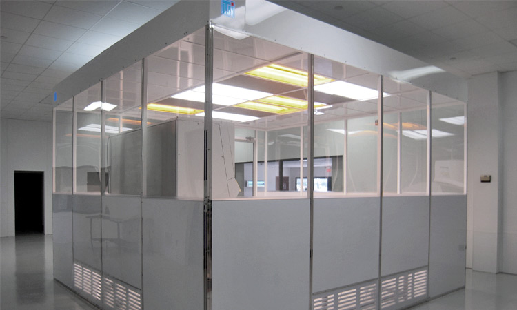 slide-cleanrooms-and-laboratory